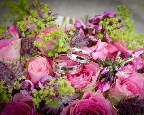 3 trucs pour r duire le budget fleurs de votre mariage. Black Bedroom Furniture Sets. Home Design Ideas